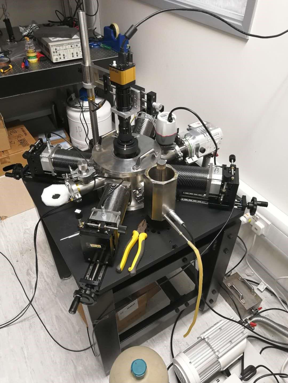 低温液氦探针台